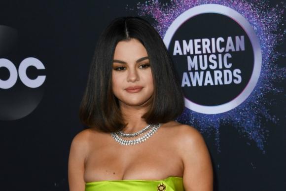 Selena Gómez llegando a los American Music Awards. Foto: Reuters