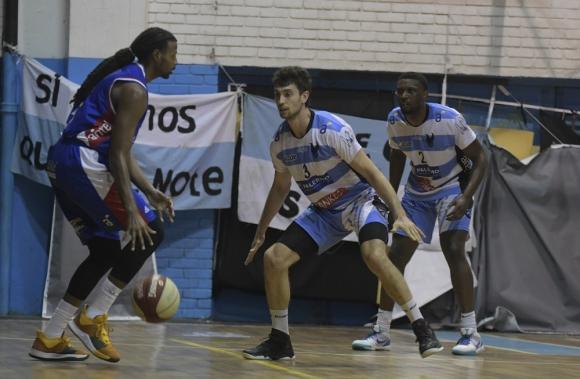 Dominique Morrison en el Nacional vs. Atenas en Liga Uruguaya