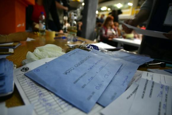 Los votos observados todavía no se han abierto. Falta  escrutar muchos votos para llegar a eso. Foto: Fernando Ponzetto