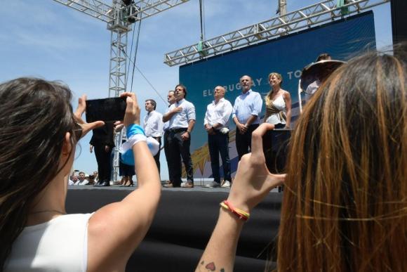 """Luis Lacalle Pou junto a los otros integrantes de la """"coalición multicolor"""" este sábado. Foto: Gerardo Pérez"""
