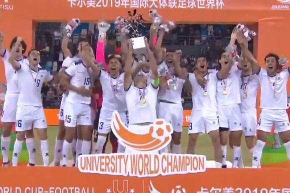 La celebración de la selección de fútbol universitario tras la consagración. Foto: Captura.
