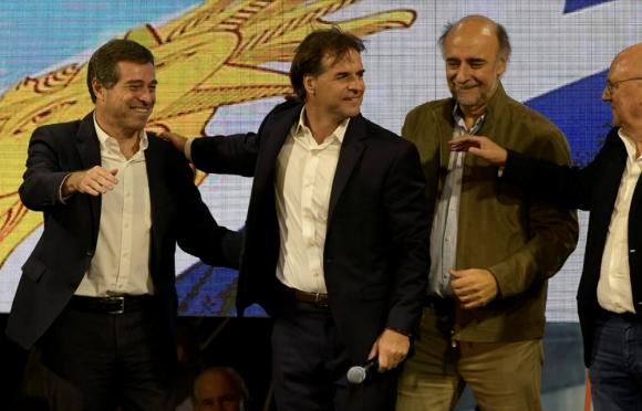Acto de la formula presidencial del Partido Nacional tras conocerse el empate tecnico en el balotaje. Foto: Gerardo Pérez.