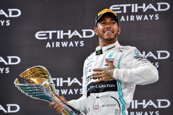 Lewis Hamilton no negó que analiza la posibilidad de ir a Ferrari