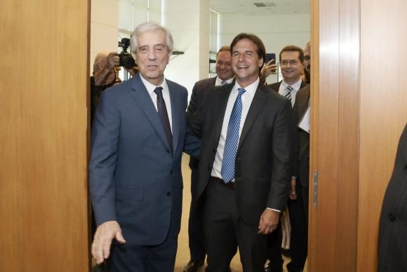 Tabaré Vázquez junto con Luis Lacalle Pou. Foto: Leo Mainé.
