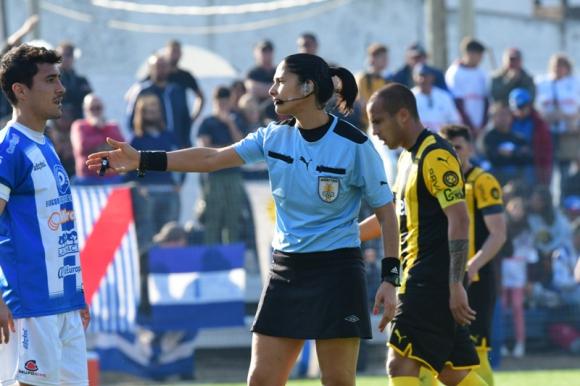 Claudia Umpiérrez en el partido entre Juventud y Peñarol. Foto: Gerardo Pérez.