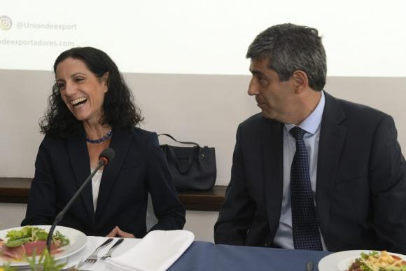 Azucena Arbeleche junto con Mario Aritzi. Foto: Leo Mainé.