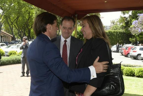 Luis Lacalle Pou junto con Guido Manini Ríos e Irene Moreira. Foto: Leo Mainé.