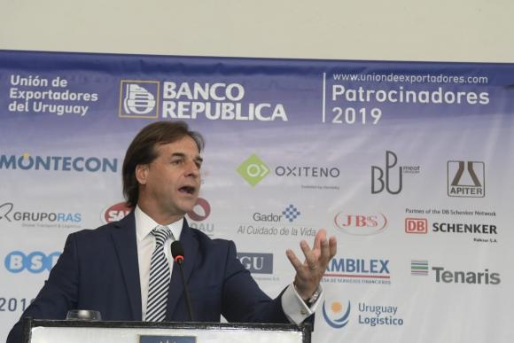Luis Lacalle Pou durante discurso en la Unión de Exportadores. Foto: Leo Mainé.