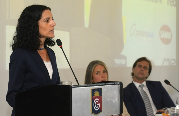 Arbeleche habla ante la Unión de Exportadores; Lacalle Pou escucha. Foto: Leonardo Mainé