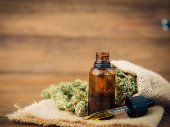 Marihuana con fin medicinal, aceite de cannabis. Foto: Shutterstock.