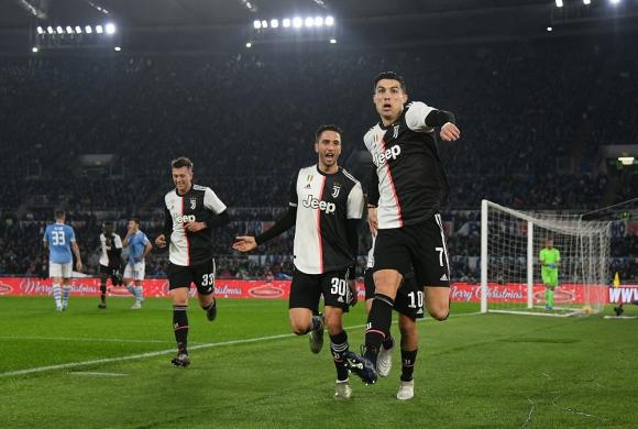 Rodrigo Bentancur y Cristiano Ronaldo en Juventus
