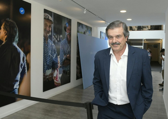 Carlos María Uriarte en sede de Todos. Foto: Leonardo Mainé