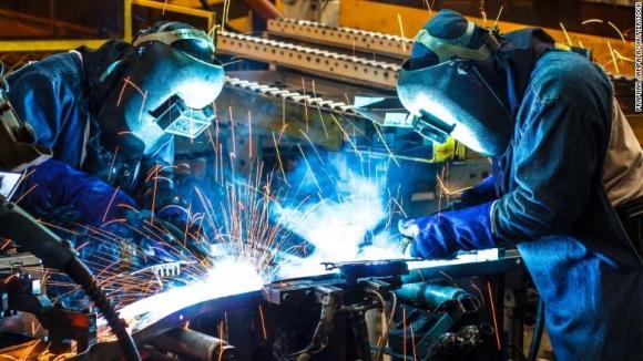Trabajadores de la industria en Uruguay. Foto: Archivo El País