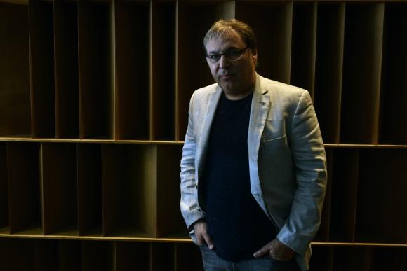 Gabriel Rolón charló con El País sobre su nueva novela, un ensayo sobre la historia de la pasión. Foto: Fernando Ponzetto