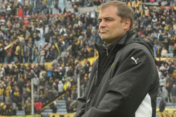 Diego Aguirre en su último pasaje por Peñarol. Foto: Archivo El País.