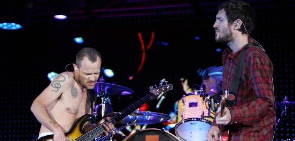 John Frusciante tocando con los Red Hot Chili Peppers en 2007. Foto: Archivo