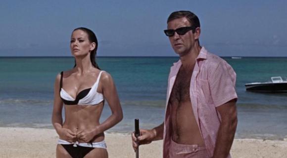 """Claudine Auger en la película """"Operación trueno"""" junto a Sean Connery. Foto: Difusión"""