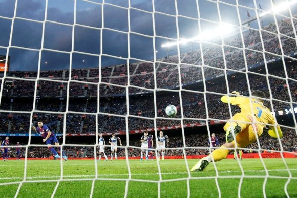 Penal de Suárez a Alavés. Foto: Reuters