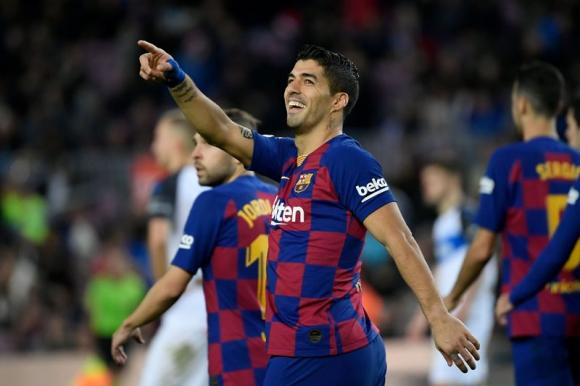 Luis Suárez celebra el gol anotado frente al Alavés. Foto: AFP