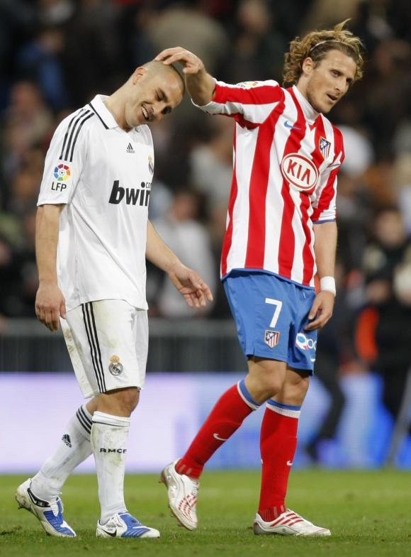 Diego Forlan y Fabio Cannavaro. Foto: Archivo El País