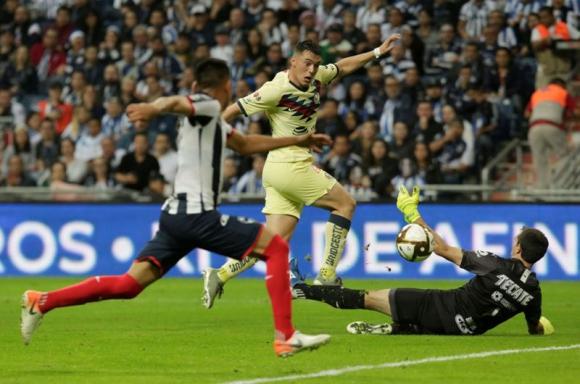 El remate de Federico Viñas que terminó en gol de América. Foto: Reuters.