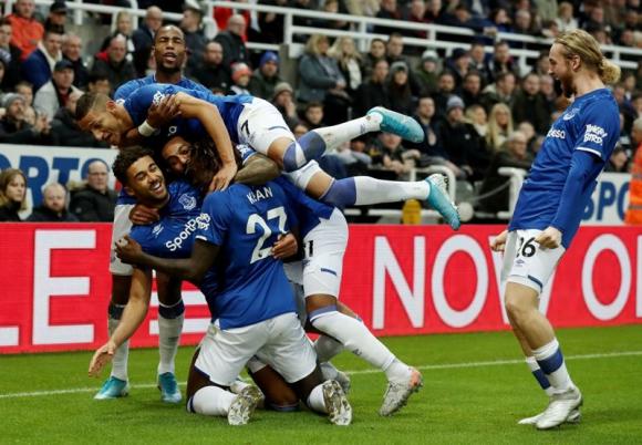 Doblete de Dominic Calvert-Lewin para Everton en la victoria ante Newcastle United. Foto: Reuters.