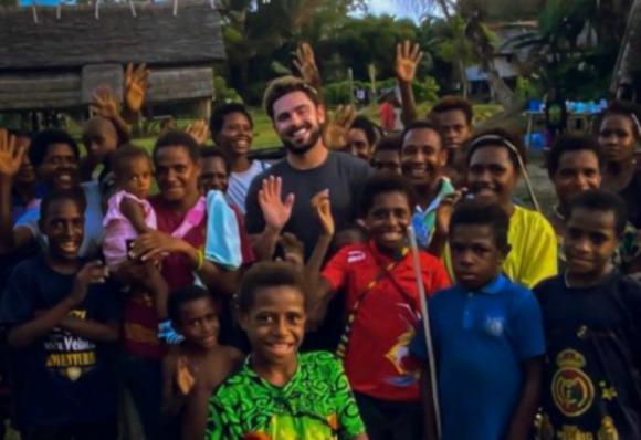 Zac Efron en Papúa Nueva Guinea. Foto: Instagram.