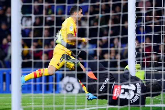 Luis Suárez celebra el gol anotado ante Espanyol. Foto: AFP