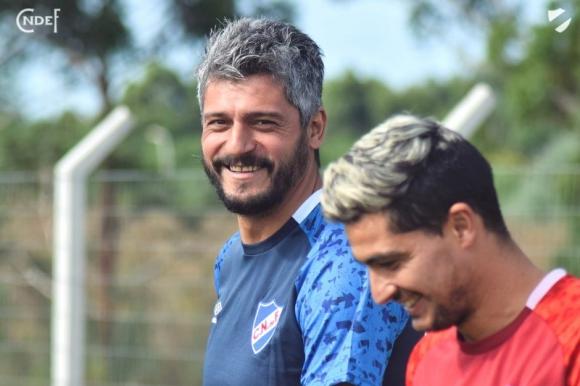 Gustavo Munúa y Gonzalo Castro en la primera práctica de Nacional en 2020. Foto: @nacional