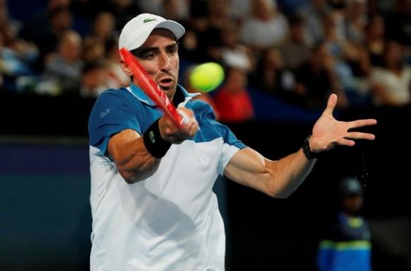 Pablo Cuevas en el duelo ante Rafael Nadal en la ATP Cup. Foto: Reuters.