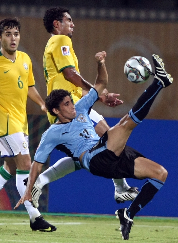 Jonathan Urretaviscaya con la camiseta de la selección uruguaya en juveniles. Foto: Archivo El País.