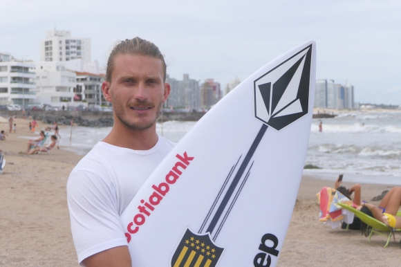 Lucas Madrid, surfista