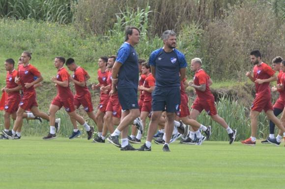 Munúa junto a Romay en Los Céspedes durante su primer entrenamiento en su segundo ciclo. Foto: Leonardo Mainé.