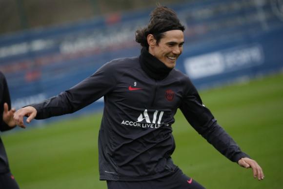 Edinson Cavani entrenando en el PSG
