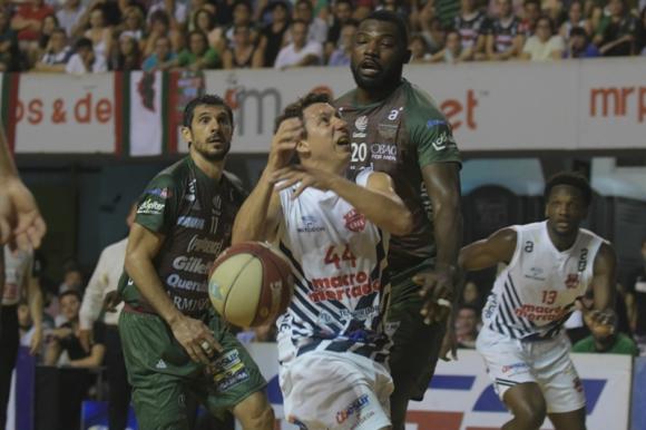 Fernando Martínez, figura en Goes, en el duelo ante Aguada. Foto: Marcelo Bonjour.