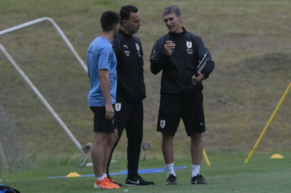 Gustavo Ferreyra durante el entrenamiento de la selección uruguaya sub 23. Foto: Gerardo Pérez.