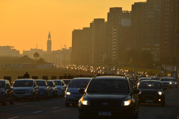 Autos en Montevideo. Foto: Gerardo Pérez.