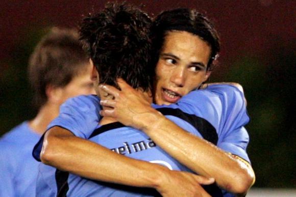 Kagelmacher y Cavani durante el Sudamericano Sub 20 previo a Canadá. Foto: Archivo El País.