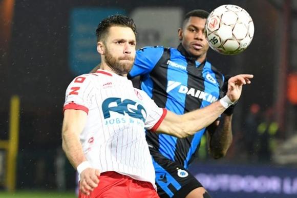 Gary Kagelmacher durante uno de los partidos con el Kortrijk. Foto: AFP.