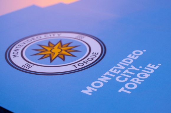 El nuevo escudo del Montevideo City Torque. Foto: @MvdCityTorque.