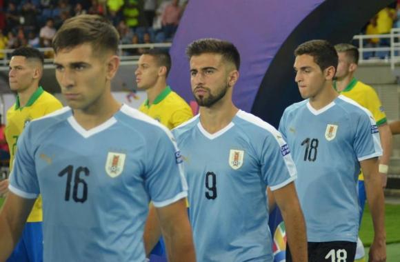 Nicolás Acevedo, Diego Rossi y Juan Manuel Sanabria previo al duelo ante Brasil. Foto: AUF.