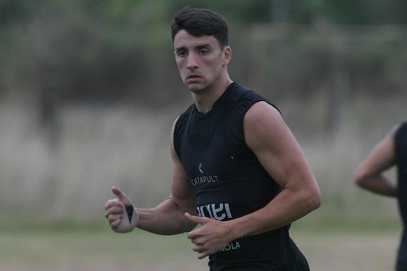 Joaquín Piquerez durante el entrenamiento con la selección Sub 23. Foto: Gerardo Pérez.