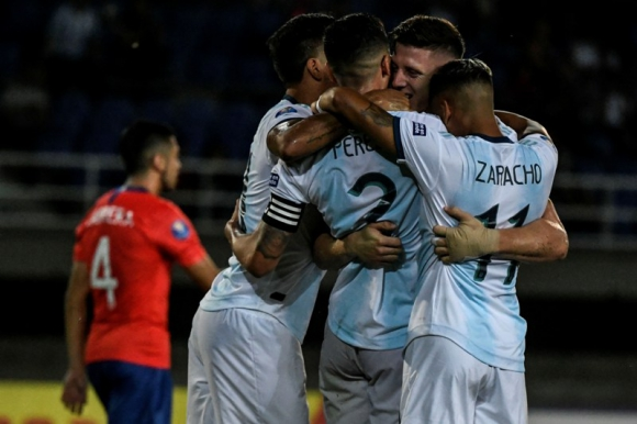 La selección sub 23 de Argentina celebra uno de los goles ante Chile. Foto: AFP
