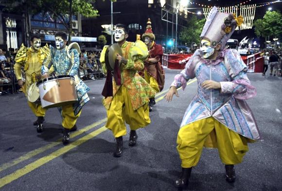 La murga La Grañ Muñeca en el carnaval 2020. Foto: Marcelo Bonjour