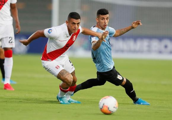 Santiago Rodríguez en el duelo entre Uruguay y Perú en el Sub 23. Foto: EFE.
