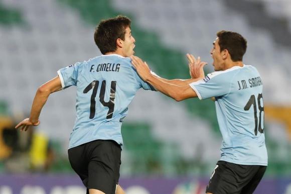 Francisco Ginella celebra su gol frente a Perú en el Sub 23. Foto: EFE.