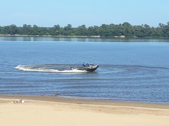 Armada busca a joven en Río Uruguay (Paysandú). Foto: Prensa Armada.