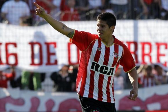 Marcos Rojo celebra uno de los tantos que marcó con Estudiantes de La Plata. Foto: Archivo.