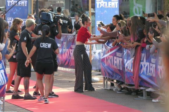 Natalia Oreiro, la conductora de Got Talent Uruguay en la Plaza San Fernando de Maldonado. Foto: Ricardo Figueredo