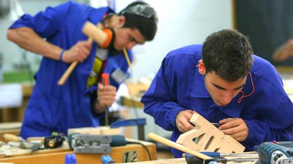 Los jóvenes de América Latina y el Caribe tienen más dificultades que los adultos al acceder al mercado laboral. Foto: Archivo El País